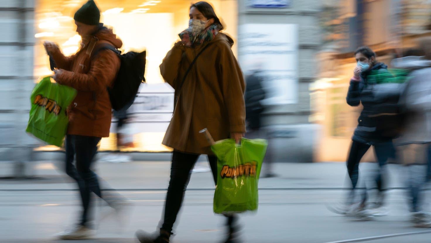 Der Abendverkauf stirbt in Schweizer Städten wie hier in Zürich aus. (Keystone)