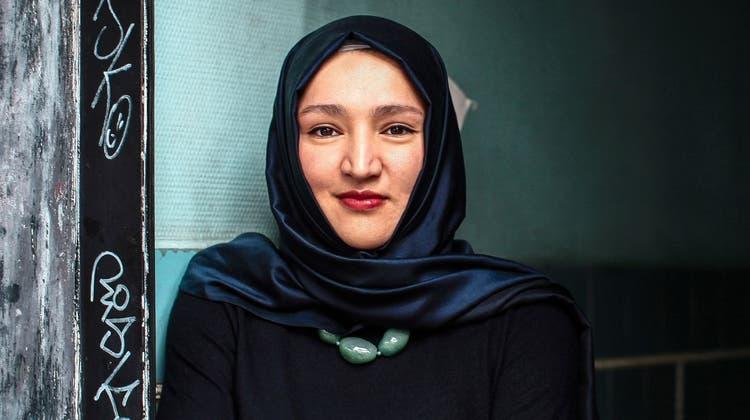 Bestseller Autorin Kübra Gümüsayspricht darüber, wie Sprache die Welt gerechter machen kann. (Mirza Odabaşi)