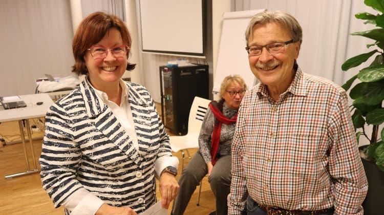 Theologin Karin Tschanz und  Hermann Lauk, der seine Frau bis zum Tod umsorgt hat. (Peter Weingartner)