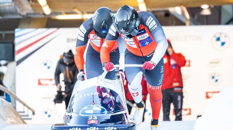 Simon Friedli und sein Anschieber Andreas Haas beim Bob-Weltcup in Innsbruck. (Freshfocus)