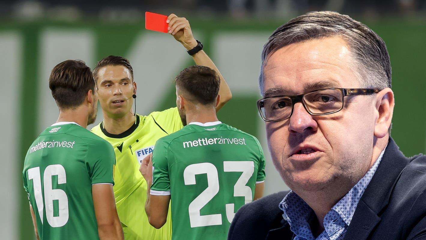 Star-Schiedsrichter Sandro Schärer ist nicht in Form. Bei Basel - YB zeigt er dem Berner Maceiras zu Unrecht die rote Karte. (Marc Schumacher / freshfocus)
