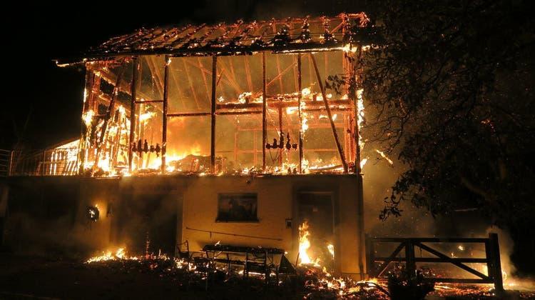 Die Scheune brannte komplett ab. (Kantonspolizei Zürich)