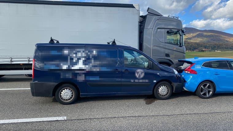 Die Unfallstelle auf der Autobahn bei Wiedlisbach. (Kantonspolizei Solothurn)