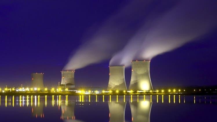 Die Franzosen mögen ihre Atomkraftwerke. Bild: Die Anlage in Cattenom (Lothringen) mit vier Reaktorblöcken. (Keystone)