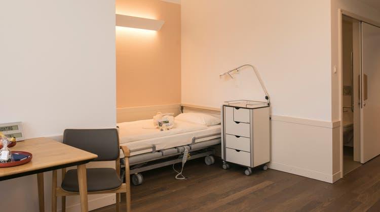 Ein Patientenzimmer im Neubau «Magnolia» der Psychiatrischen Dienste Aargau in Windisch. (Britta Gut)
