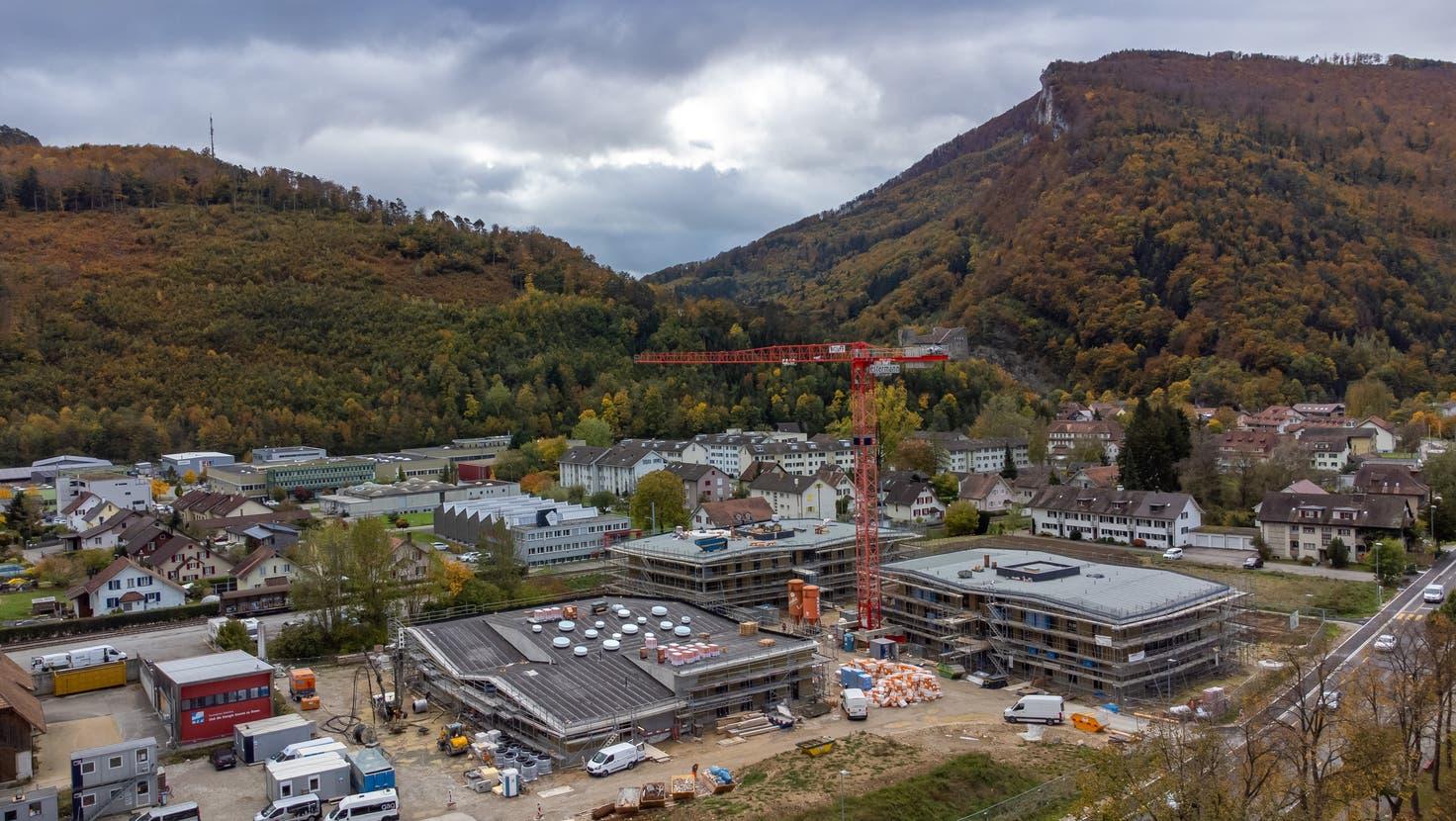 So präsentiert sich derzeit der Bauplatz Demenzzentrum Lindenpark in Balsthal. Der Rohbau ist fertig, nun kann mit dem Innenausbau begonnen werden. (Patrick Lüthy)
