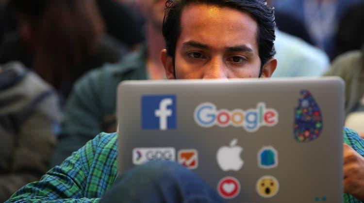 Ein Verteilkampf um die sehr hohen Gewinne der amerikanischen Tech-Giganten setzt ein. (Justin Sullivan / Getty Images North America)