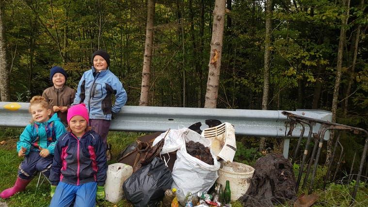 Die Kinder aus Wolfertswil sammelten sogar ein Klappbett ein. (Bild: PD)
