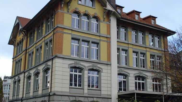 Das Schulhaus Dorf in Heiden wurde für 5,2 Millionen Franken saniert (Bild: APZ)