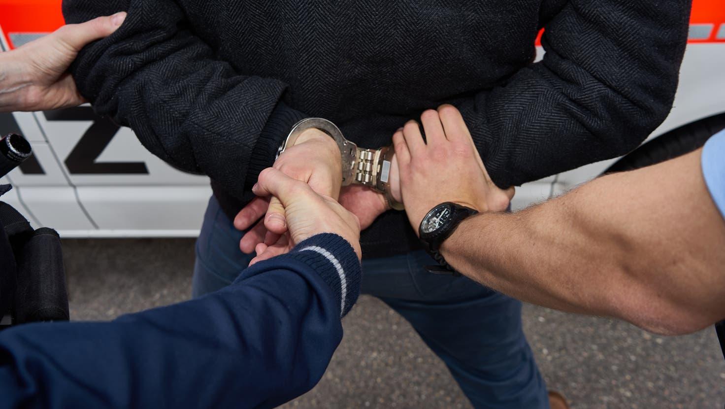 Die Polizei konnte den 33-jährigen Schweizer kurze Zeit später verhaften. (Symbolbild) (Stapo ZH)