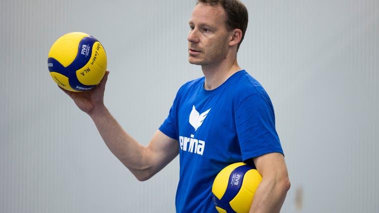 Marco Fölmli, Trainer von Volley Luzern, wartet auf die Rückkehr der Verletzten. (Patrick Huerlimann)
