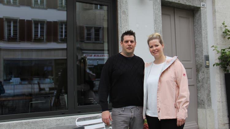 Carlo Uffer und Lorraine Meier hauchen dem Café Fridolin neues Leben ein. (Claudia Meier)