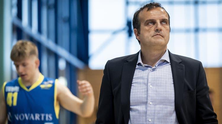 Dragan Andrejevic ist nach der Niederlage gegen Nyon konsterniert. (Jean-Christophe Bott / KEYSTONE)