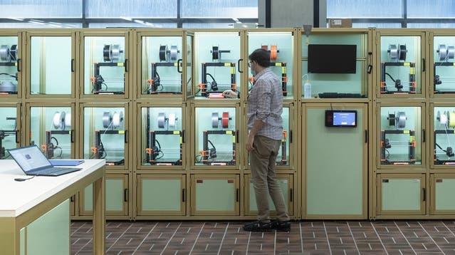 24 3D-Drucker stehen in dem neuen Haus zur Verfügung. (Keystone)