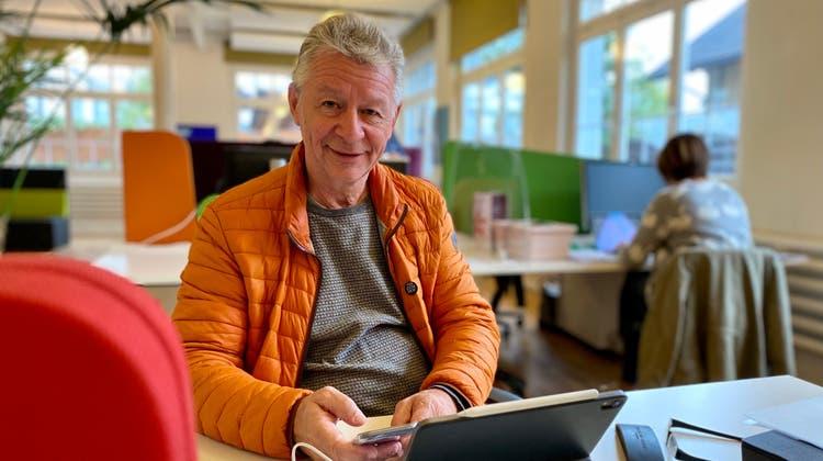Stadtpräsident Hans Mäderim Coworking-Space in Wil. (Bild: Felicitas Markoff)