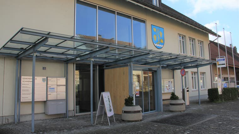 In Schinznach steht Steuerfusserhöhung von 5% zur Diskussion ++ Kanton plant Strassenbauprojekte in Rüfenach und Villigen
