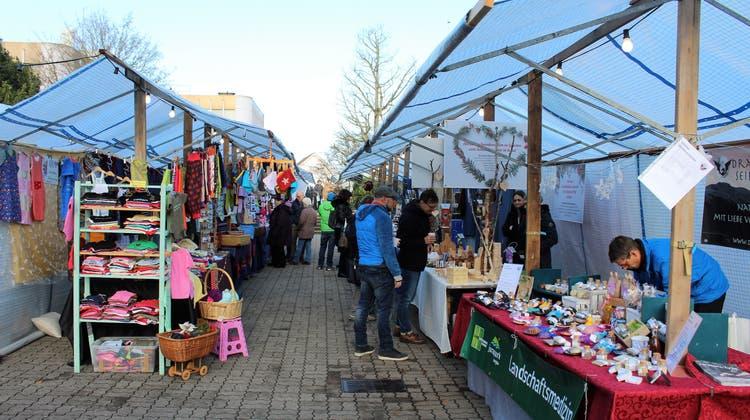Der traditionelle Möhliner Adventsmarkt – hier bei der letzten Durchführung 2019 – muss erneut pausieren: Die Organisatorinnen haben der Anlass in Absprache mit der Gemeinde abgesagt. (Clara Rohr-Willers (30. November 2019))