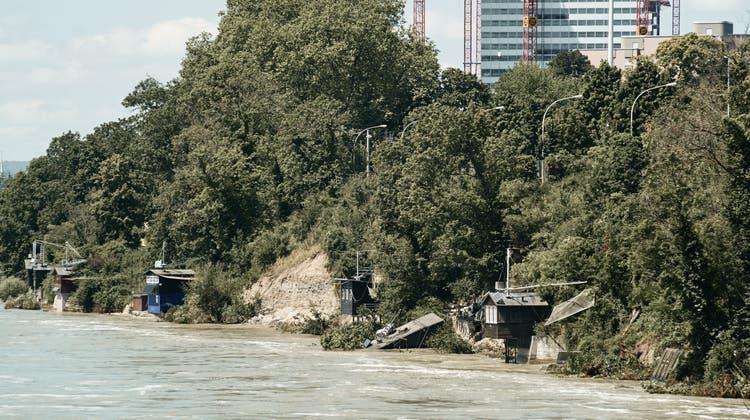 Auf der Höhe der Grenzacherstrasse wurden beim Hochwasser Mitte Juli Teile der Böschung weggespült und mit dieser einige Fischergalgen. (Roland Schmid)