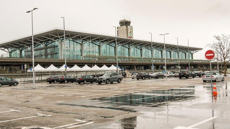 Ende April 2011 hat der 45-Jährige mutmasslich einen Fluglotsen am Euro Airportermordet. (Nicole Nars-Zimmer)