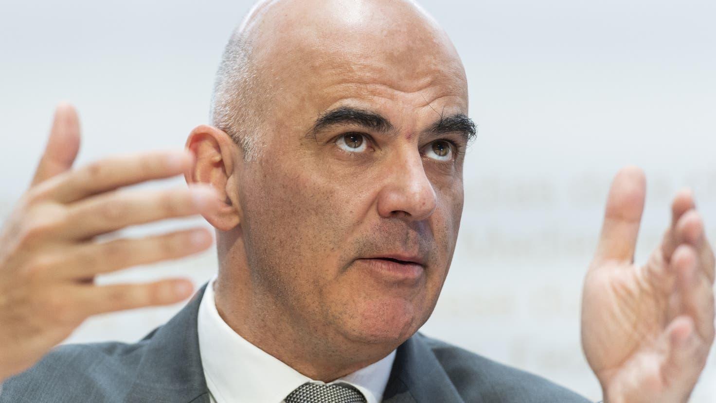 Gesundheitsminister Berset möchte den Impfpass für Grossveranstaltungen eine Weile beibehalten. (chm)