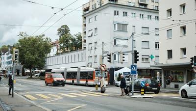 Ab 2022 soll die Zürcher Strasse im Lachen-Quartier saniert und umgestaltet werden. Das Budget für nächstes Jahr sieht dafür rund 1,8 von insgesamt 5,4 Millionen Franken vor. (Bild: Andri Vöhringer (21. Oktober 2021))