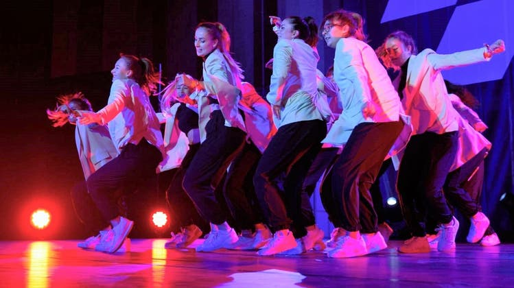 Die «DCL Delegation Crew» aus Langenthal nimmt an der «L!T Dance Competition» in Reinach teil. (Gregely Nyirö/zvg)