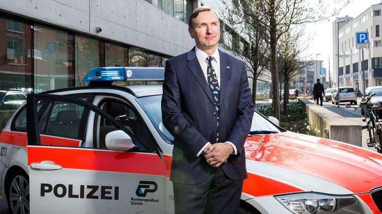 «Wir wollen, dass die Leute schon die Polizei rufen, wenn sie etwas Verdächtiges bemerken», sagt Martin Litscher, Regionalchef Limmattal/Albis bei der Kantonspolizei Zürich. (Archivbild: Sandra Ardizzone)