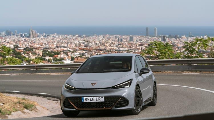 Die Verwandtschaft zum VW ID.3 ist dem Cupra Born aussen wie innen anzusehen. Trotzdem kriegt der Stromer in Spanien eine eigene Note, zum Beispiel mit kupferfarbenen Details. (Bild: zVg)