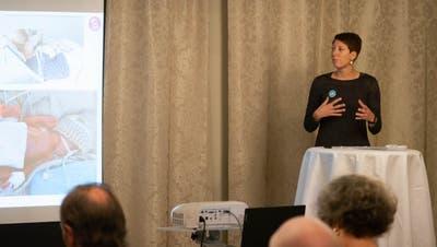 Bei der Delegiertenversammlung berichtete Pflegefachfrau Stephanie Hasler aus ihrem Berufsleben. (Dominic Kobelt)