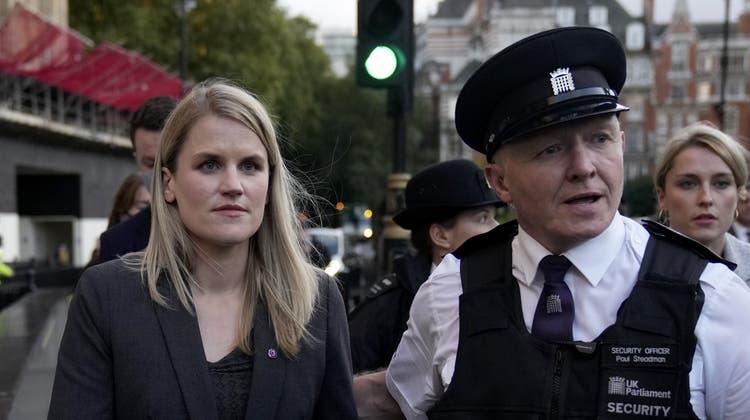 Die Facebook-Whistleblowerin Frances Haugen ist eine gefragte Auskunftsperson. Diese Woche gab die Informatikerin vor einem Ausschuss des britischen Parlaments Auskunft über das Geschäftsgebaren des Social Media-Konzerns. (Matt Dunham / AP)