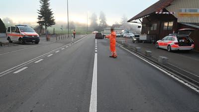 Die Unfallstelle vom Mittwochmorgen auf der Romanshornerstrasse in Wittenbach. (Bild: Kantonspolizei SG (27.10.2021))