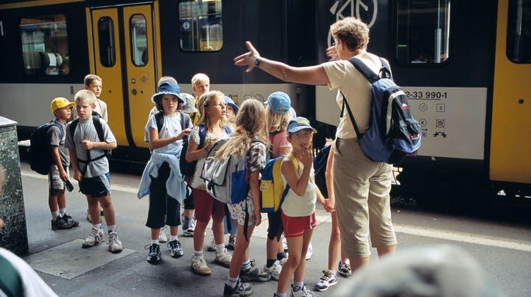 Alle einsteigen bitte: Für Schulreisen gibt es bald ein eigenes Ticket zu einem günstigeren Tarif. (Symbolbild) (Keystone)