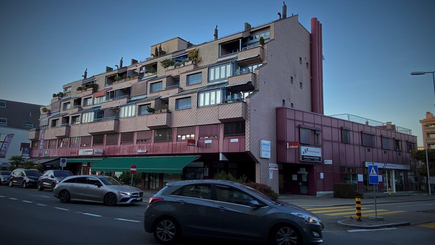 Zentral: In diesem Gebäude an der Löwenstrasse in Dietikon soll die mutmassliche Bande kiloweise Kokain gebunkert haben. (David Egger / Limmattaler Zeitung)