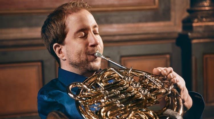 Das Horn ist seine erweiterte Stimme; auf seiner aktuellen CD präsentiert Felix Klieser Bearbeitungen barocker Arien von Händel, Bach und Vivaldi. (Bild: Maike Helbig)