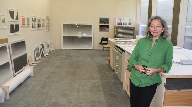 In ihrem Atelier in Möhlin hat die Künstlerin Kathrin Kunz viel Platz, um zu arbeiten. (Peter Schütz)
