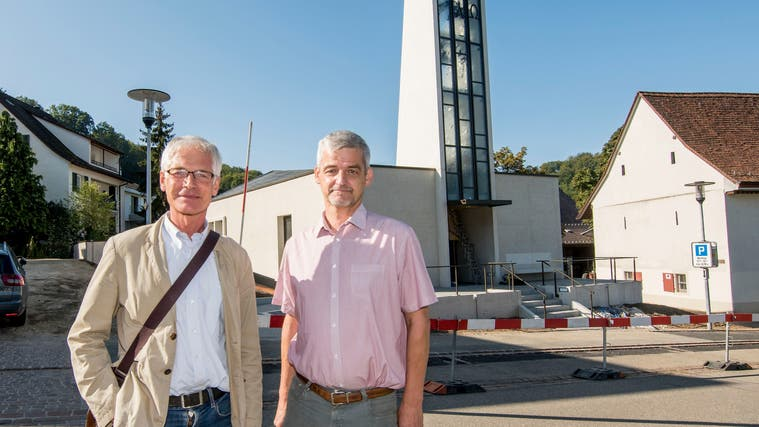 Architekt Andreas Hindemann und alt Dorfpfarrer Stefan Fischer. (Nicole Nars-Zimmer)