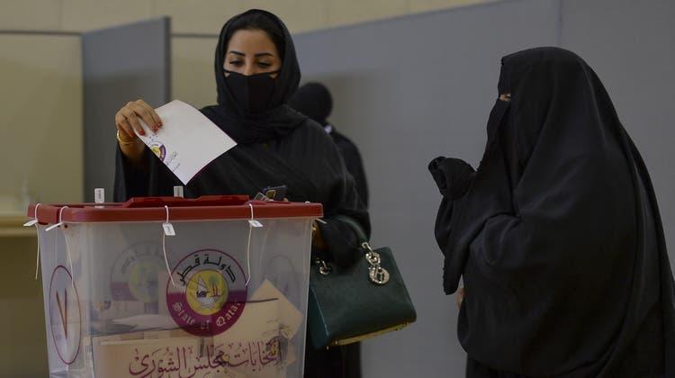 Ein Wahllokal in Doha. (Noushad Thekkayil / EPA)
