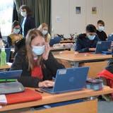 Geht es nach dem SVP-Einwohnerrat, soll diese Windischer Sekundarklasse die IT-Geräte beim Schulabschluss behalten dürfen. (Irene Hung-König (24. März 2021))