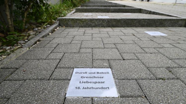 Ehrentreppe Absyte: Die Tafel zu Ehren vonDursli und Babeli. (Oliver Menge)