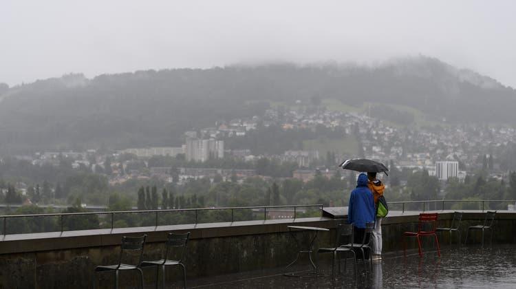 Die nächsten Tage bleiben in der Schweiz regnerisch. (Symbolbild) (Keystone)