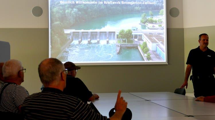 Energiereise anstatt Sternmarsch –Bünztaler Männerriegler informieren sich beim Flusskraftwerk Bremgarten-Zufikon