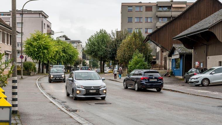 Heute Tempo 50, in Zukunft vielleicht Tempo 30: die Hauptstrasse in Therwil. (Nicole Nars-Zimmer)