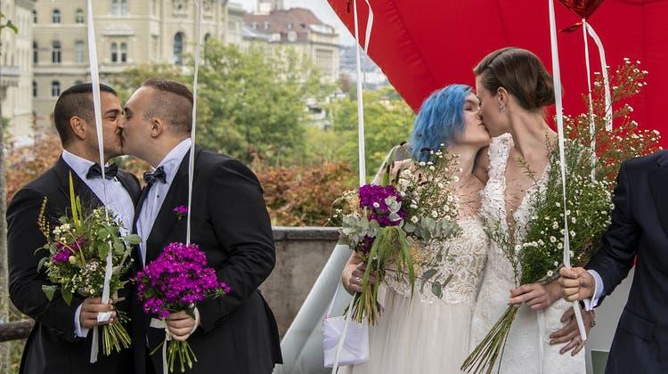 Der Enthusiasmus ist gross: Homosexuelle wollen bereits einen Termin sichern, um den Anspruch auf ihr neues Recht auszuüben. (Peter Schneider)