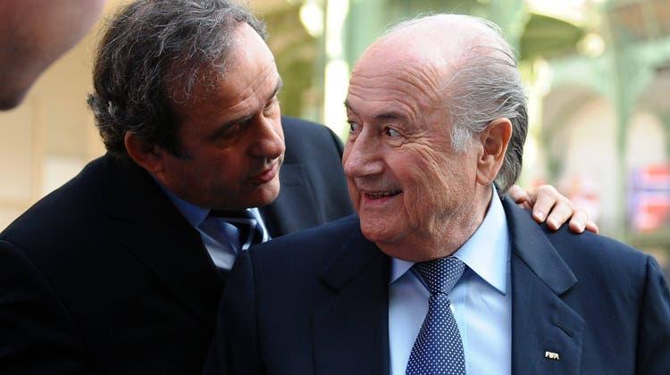 Haben seit sechs Jahren die Bundesanwaltschaft und die Fifa im Nacken: Michel Platini (links), Joseph Blatter. (Imago Sportfotodienst)