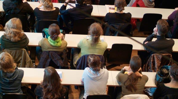 Unter bestimmten Voraussetzungen leistet der Kanton Ausbildungsbeiträge in Form von Stipendien und Darlehen an die berufliche Aus- und Weiterbildung. (zvg/Uni Bern)