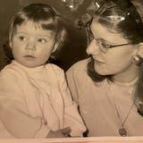 Patricia Burgemeester-Schmidt als Einjährige mit ihrer Mutter Annie. (Bild: PD)