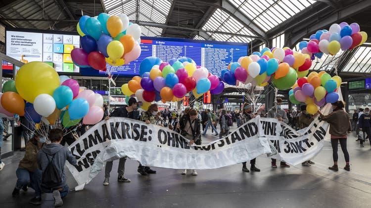 Bereits im September demonstrierte die Umweltgruppe in der Bahnhofshalle. (Symbolbild) (Alexandra Wey)