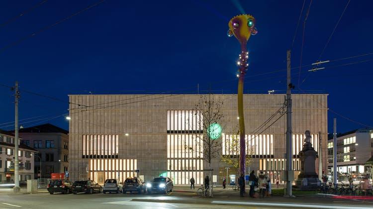 Sicher in der Nacht strahlt die Kunsthauserweiterung aus: Der Chipperfield-Bau und davor die Projektion «Tastende Lichter» von Pipilotti Rist. (Juliet Haller / Amt für Städtebau, Zürich)