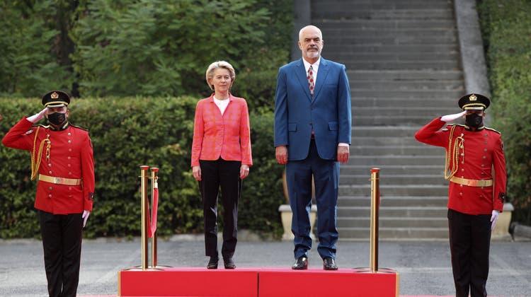 Ist frustriert über die Hinhaltetaktik der EU: Albaniens Regierungschef Edi Rama mit Bundeskanzlerin Angela Merkel. (Bild: September 2021) (Keystone)