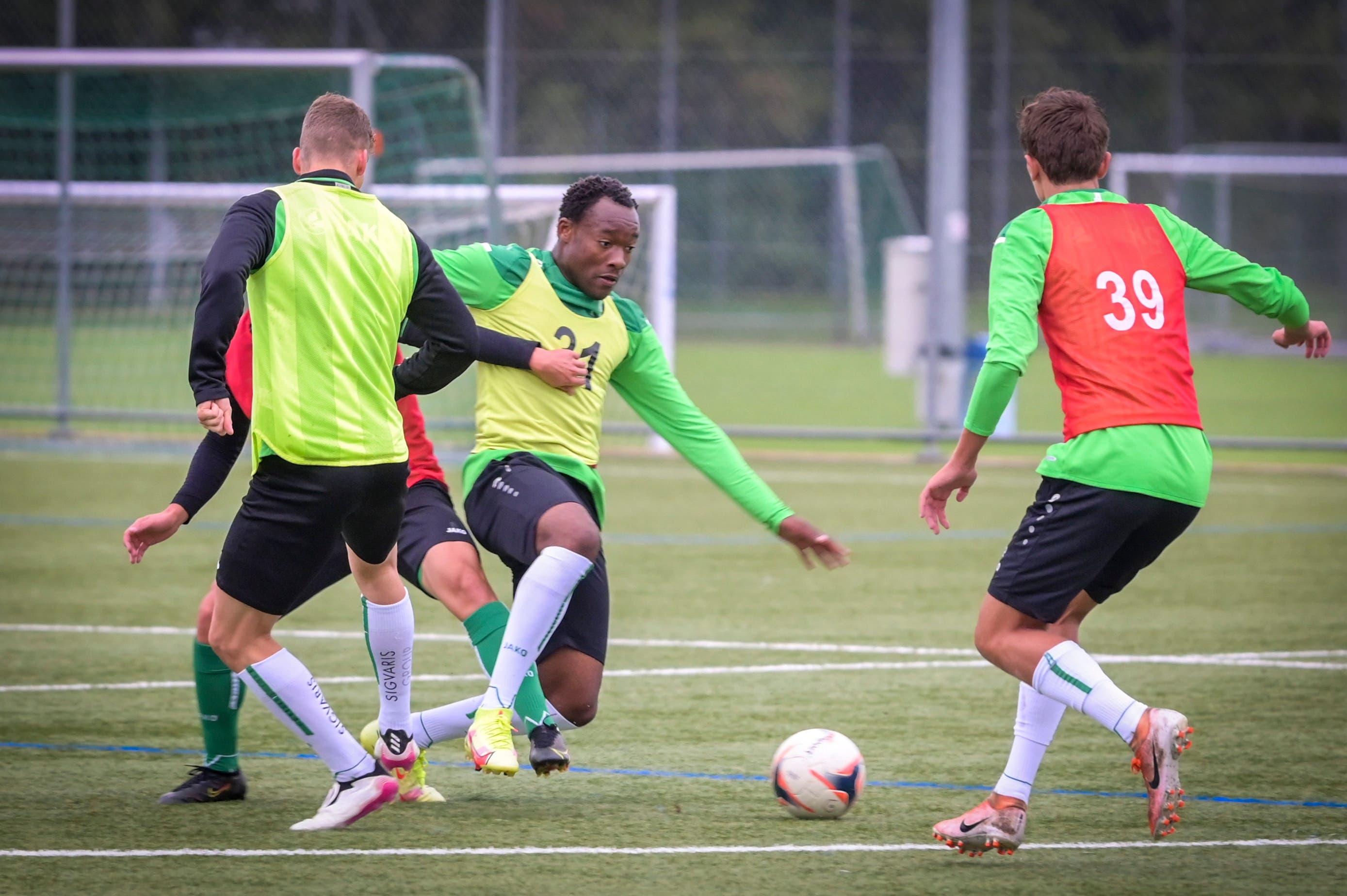 Abdoulaye Ouattara (Nummer 21), bis im Sommer im Nachwuchs von Olympique Lyon, in Aktion.
